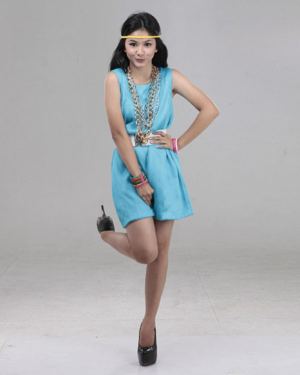 Adinda Azani mini dress cantik warna biru dan manis