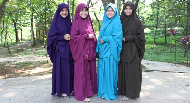 Pengertian Hijab dan Jilbab cewek manis Pakai Gamis Lebar