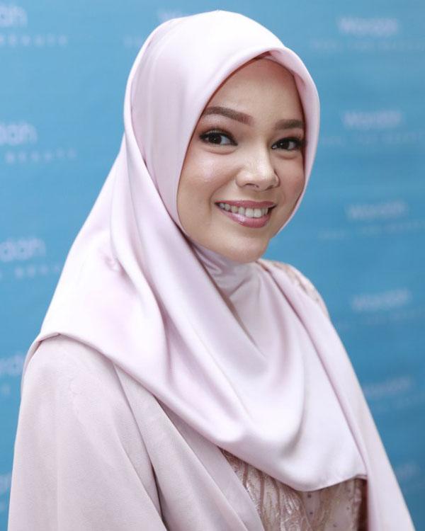 Dewi Sandra Artis FTV religi Blasteran Inggris Muallaf