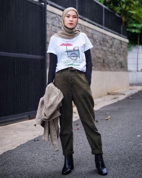 Zaskia Adya Mecca cewek imut dan seksi manis baju kaos