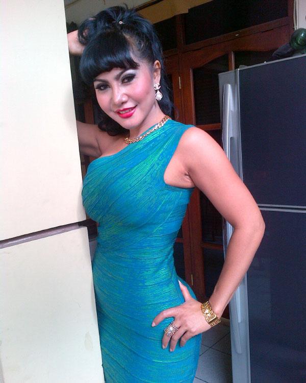 Novita Sari Angraeni model seksi mama Abdel dan temon