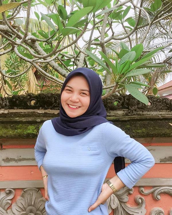 Cewek manis pakai Hijab cantik dan imut