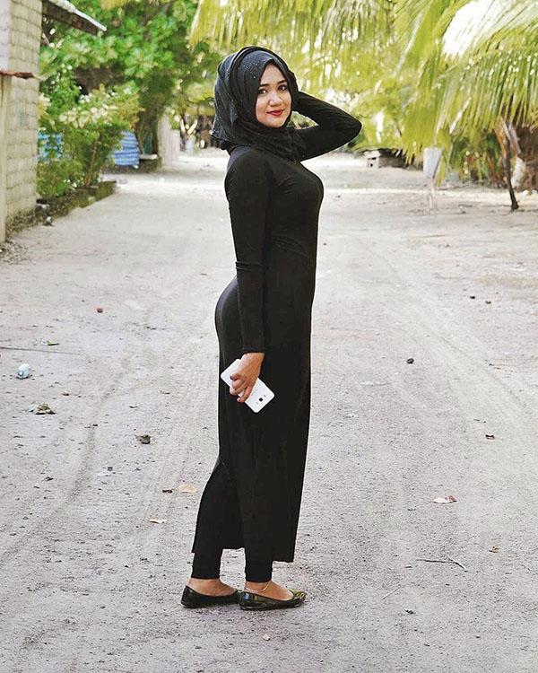 Cewek manis gadis kampung jilbab semok ketat