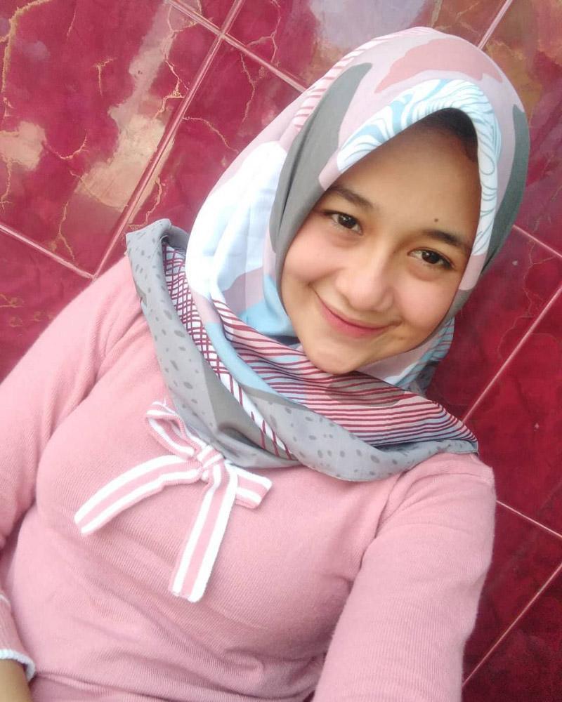 Cewek manis pakai Hijab Printing