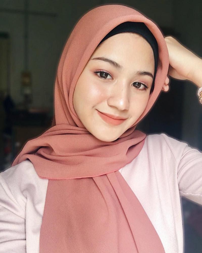 Cewek manis selife dengan senyum indah