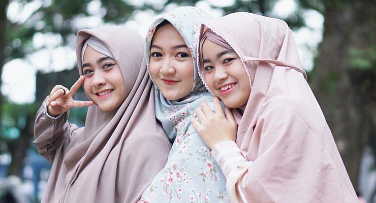 CEwek manis pakai Hijab Cantik dan manis