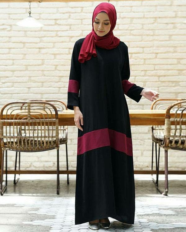 Jilbab Cocok yang pas dengan baju warna hitam adalah warna merah