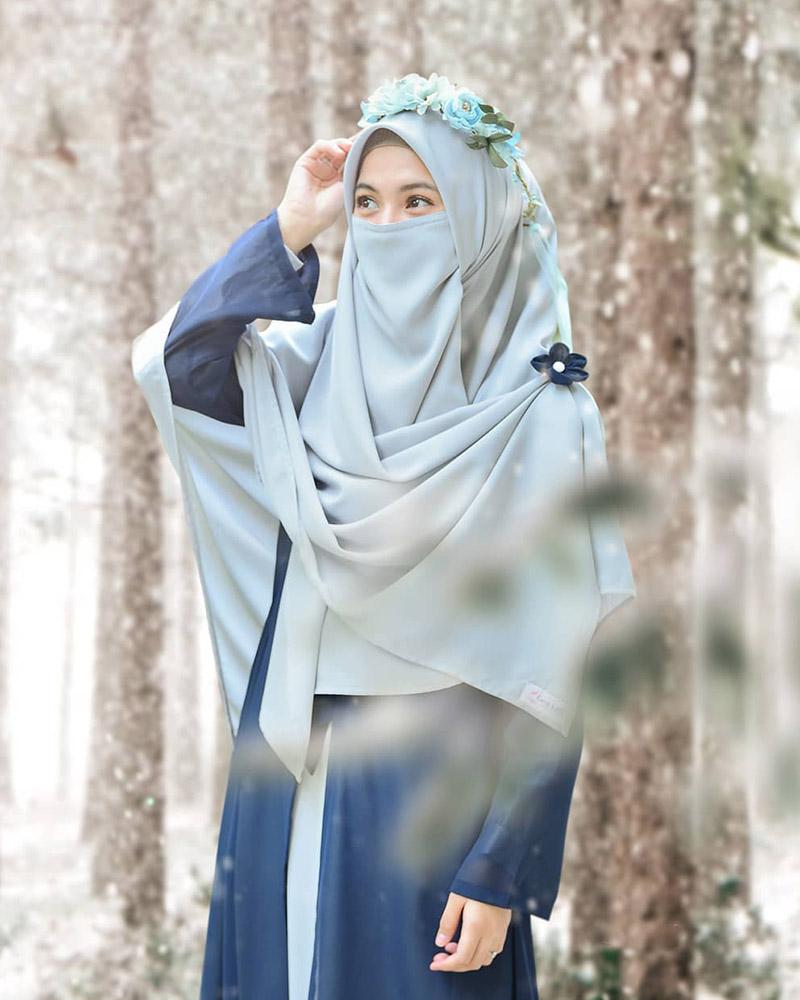 alyssa soebandono artis cantik pakai Cadar Manis di tengah hutan
