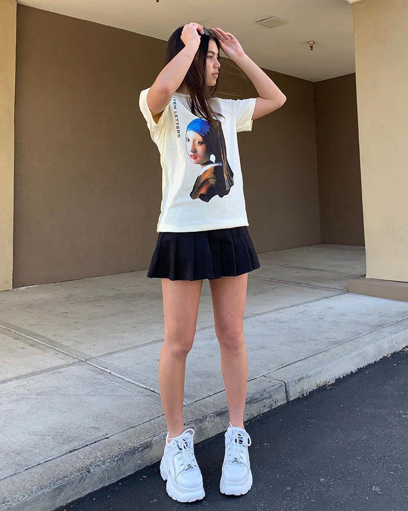 Pamer kaki indah dan seksi manis Cewek Imut pakai Rok Mini
