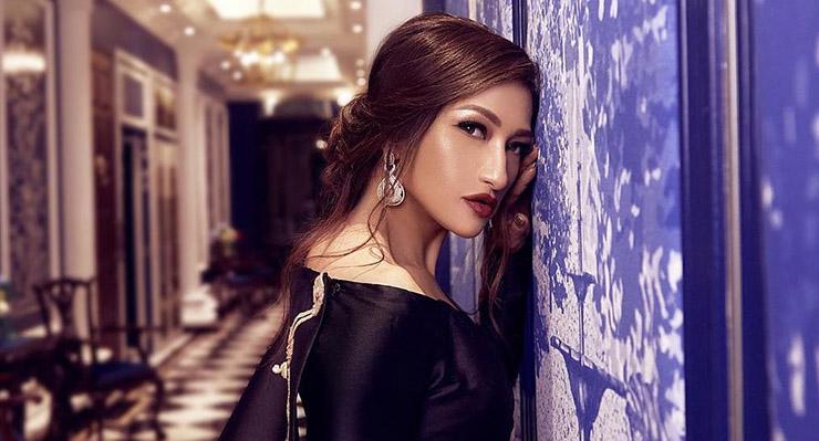 Rahma Azhari artis cantik dan manis Bibir bold merah