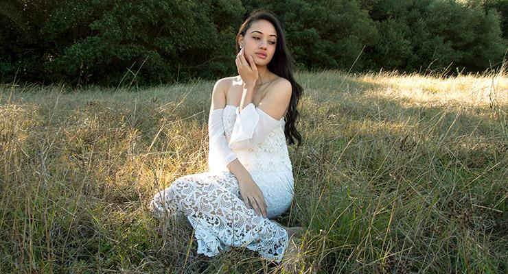 Diamond Langi manis White Dress Anggun