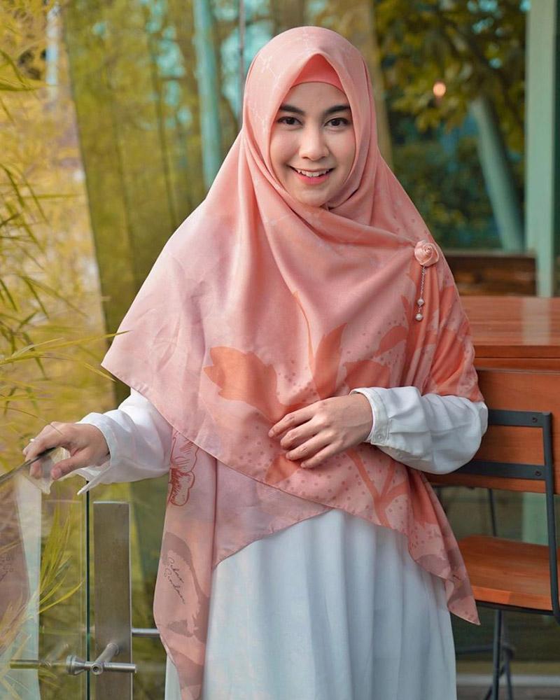 Annisa Rahma jilbab manis pink dan imut