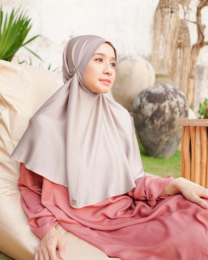 Laudya Cynthia Bella artis janda manis paki hijab
