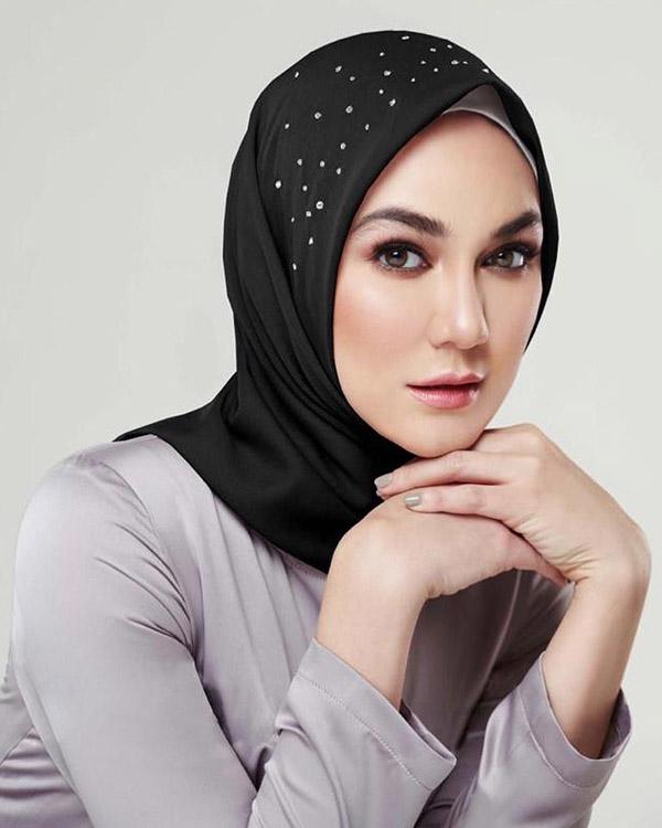 Luna Maya cantik dna manis Pakai Hijab