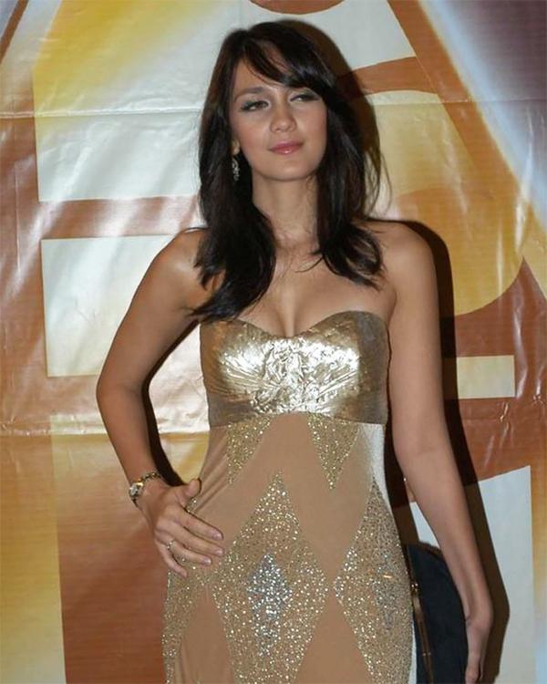Golden glamour Dress Seksi Strapless Luna Maya