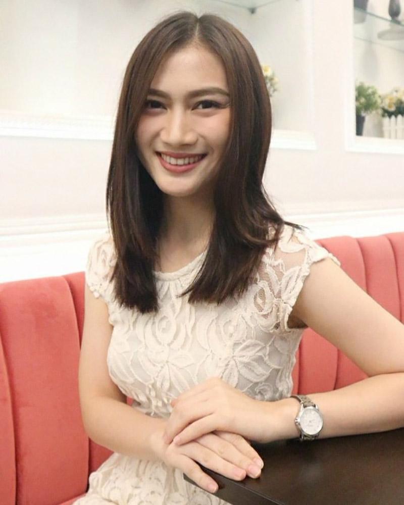 Melody Laksani  artis cantik dan seksi manis pakai Eks JKT48