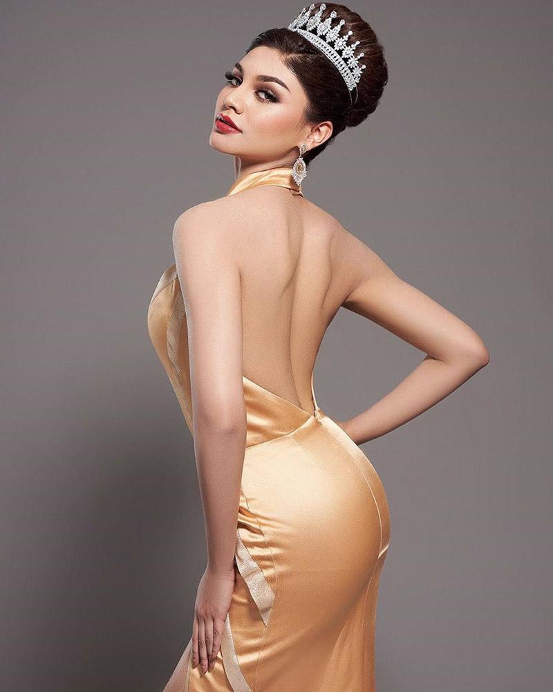 Backpose seksi manis bokong bulat indah Jihane Almira