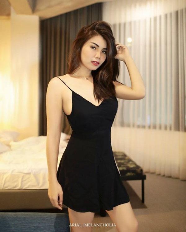 Renata Keyzha model seksi pakai Little Black Dress