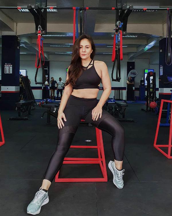 Wulan Guritno Hot mom cantik menyandang status Janda