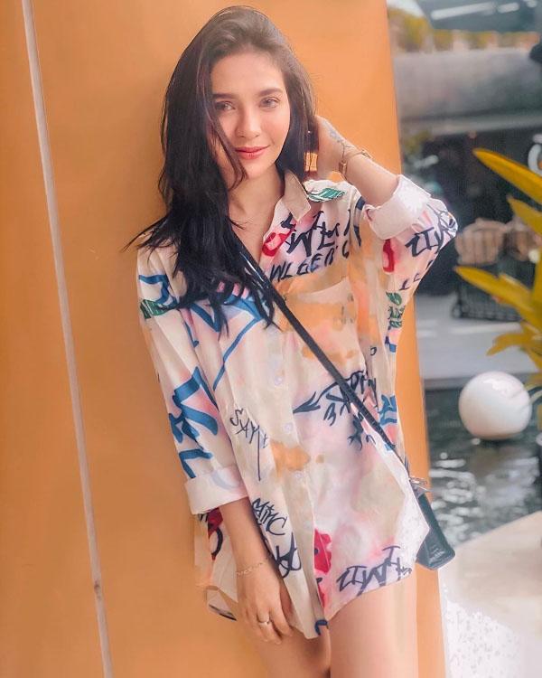 Yuniza Umirtuningsih artis FTV seksi dan manis
