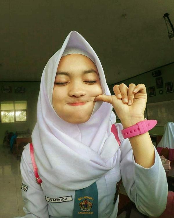 Siswi SMA manis cantik Hijab Manis SMA