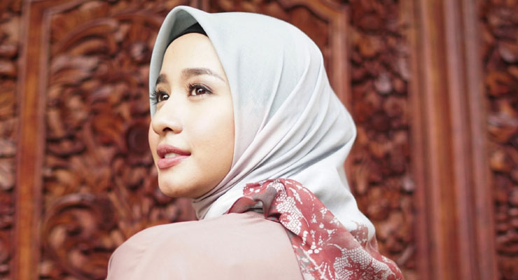 Laudya Cynthia Bella artis cantik pakai Jilbab dan manis