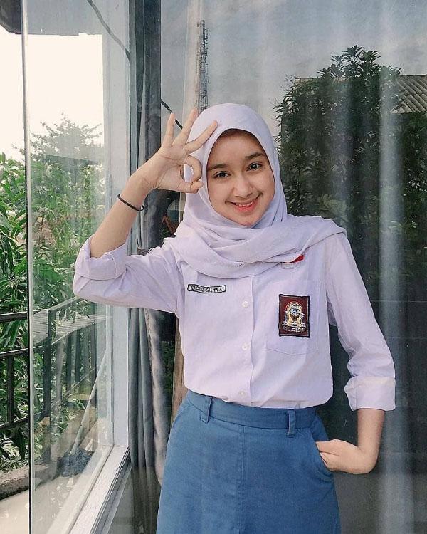 Siswi ABG manis Jilbab Rapih SMA rapih