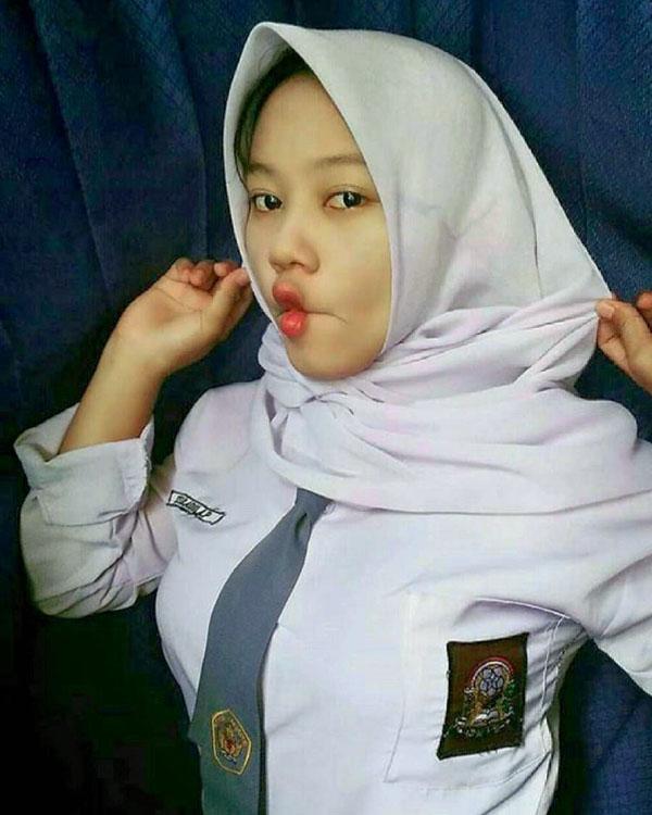 Siswi SMA manis Pakai Jilbab cantik dan manis seksi Imut