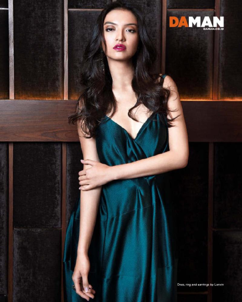 Photoshoot seksi Raline Shah