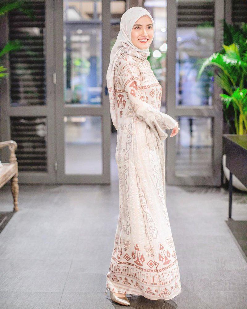 Shandy Aulia manis dan cantik imut pakai Hijab cantik