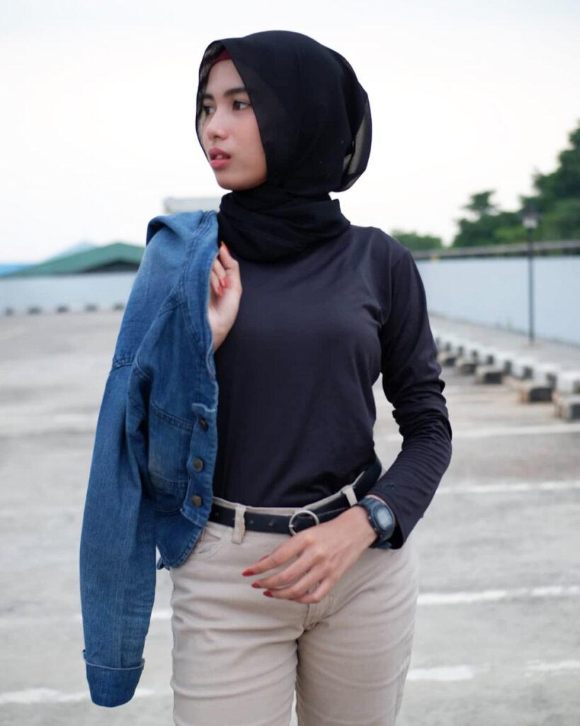 Foto Model cewek IGO HIjab Buka jakte denim seksi