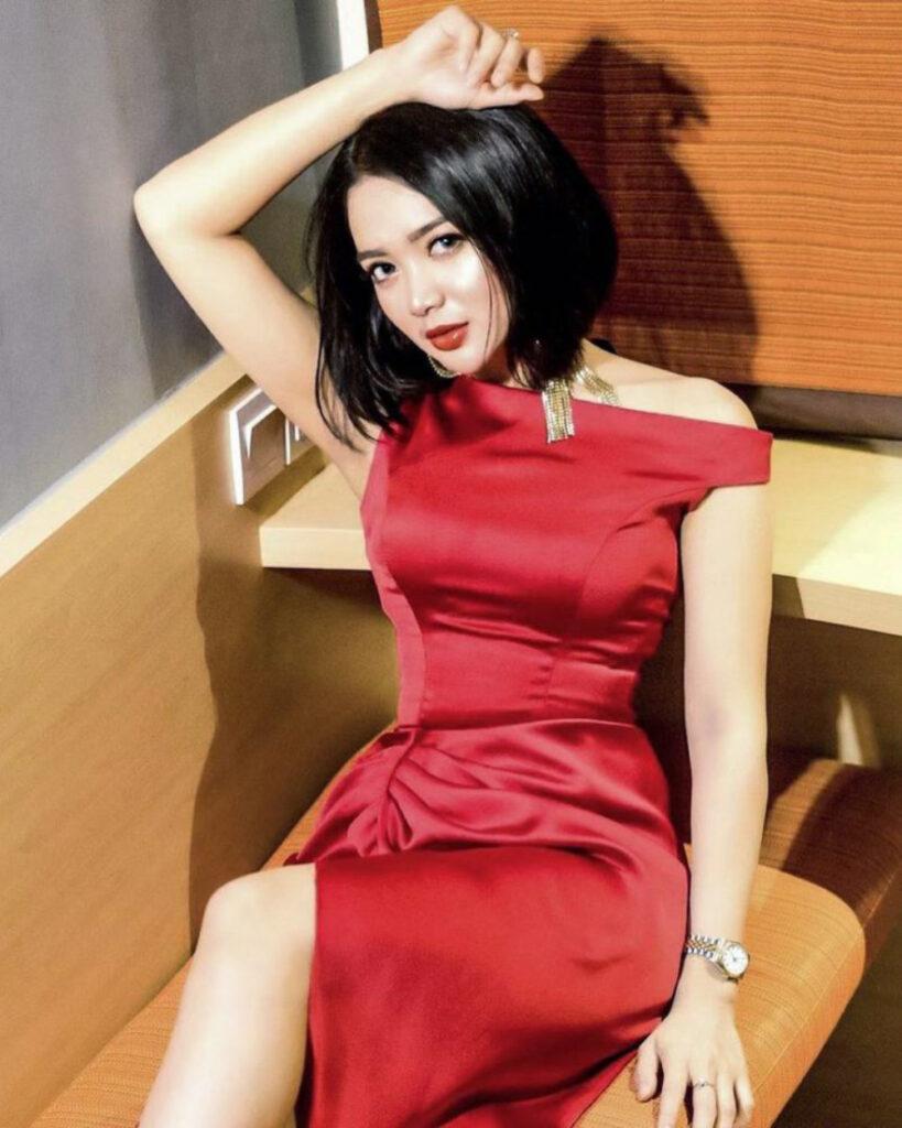 Ketek Mulus indah dan manis REd Dress Seksi Betis indah