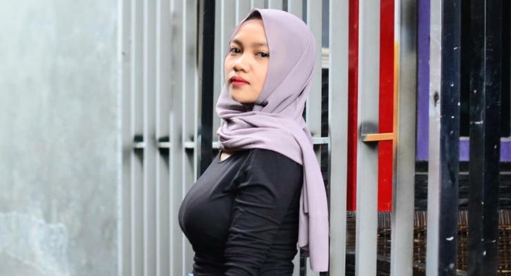 Foto model cewek manis dan seksi Muntakiyah