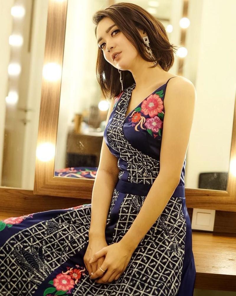 Floral Dress manis cewek manis rambut pendek Wika Salim