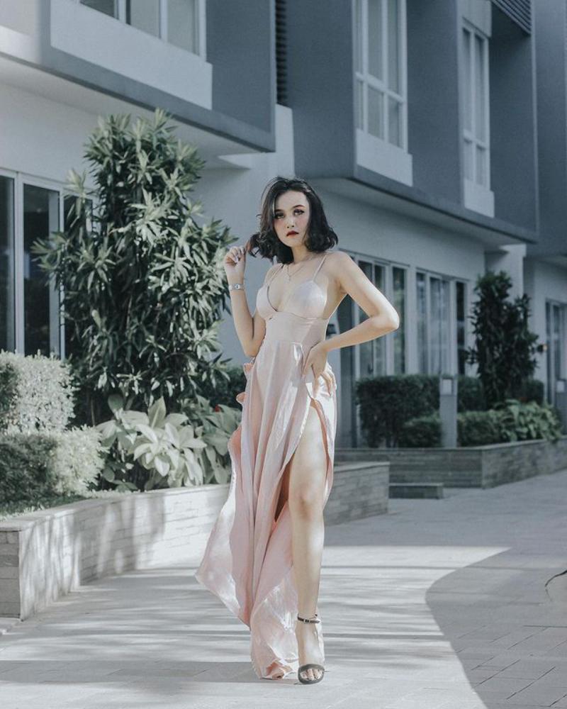 Gaun indah dan seksi model seksi Cibeby Miyabi