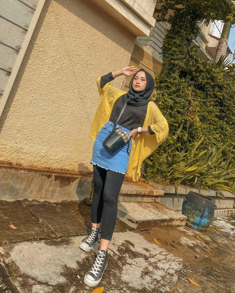 Pose cantik cewek IGO OOTD Jilbab dan Hijab Jenas Rok Mini Ketat