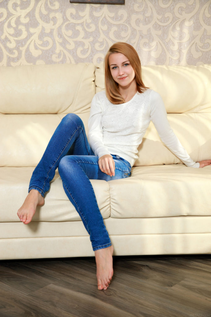 Model Bule Cewek Blonde