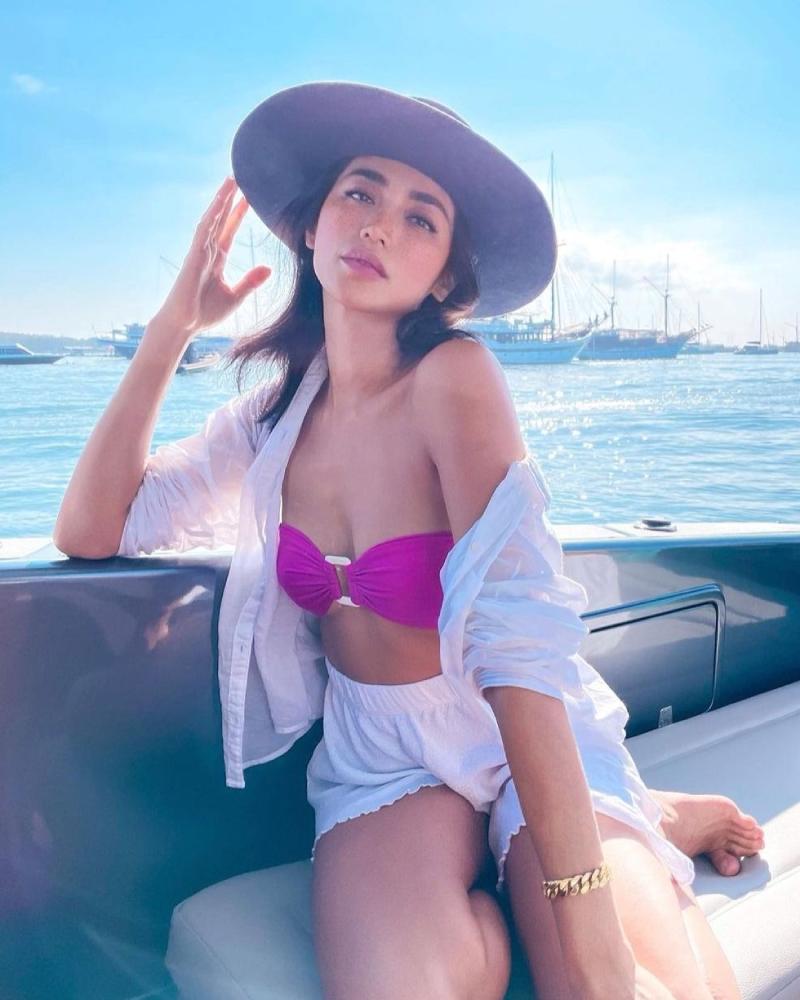 Jessica Iskandar pakai Mermaid Bikini Bra di atas kapal pesiar
