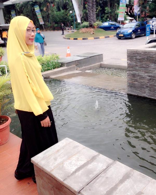 Ani Revani Bidan Makassar yang manis dan cantik abis