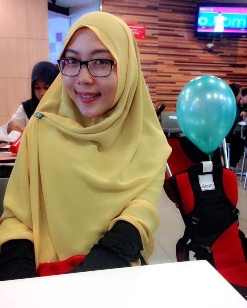 Bidan Makassar Manis Ani Revani Selife di KFC Makassar