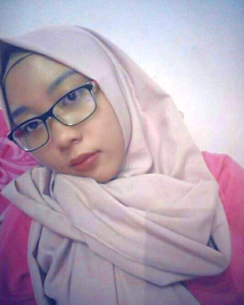 Ani Revani Cantik Bidan Asal Makassar yang manis