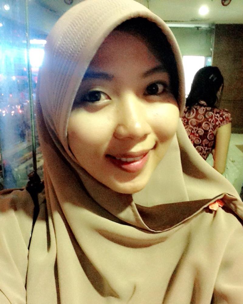 Cewek manis Pakai Hijab Urban legend Makassar Mahasiswi Bidan Ani Revani Pernah telanjang dan Bugil