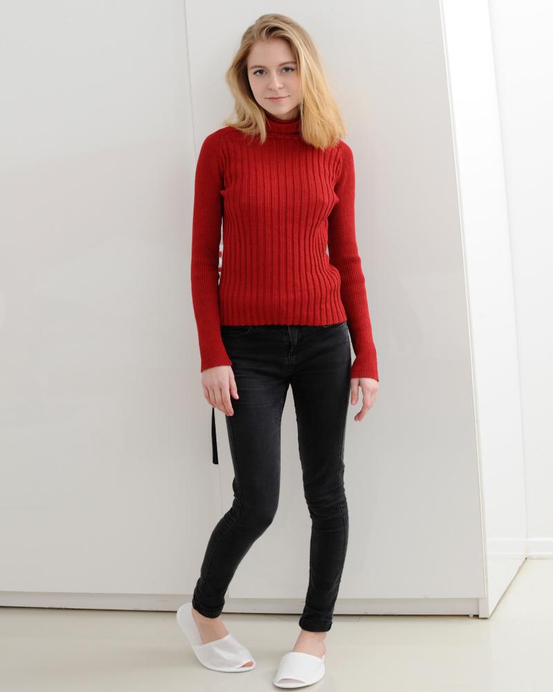Foto Model Bule Shayla Blonde celana jeans ketat