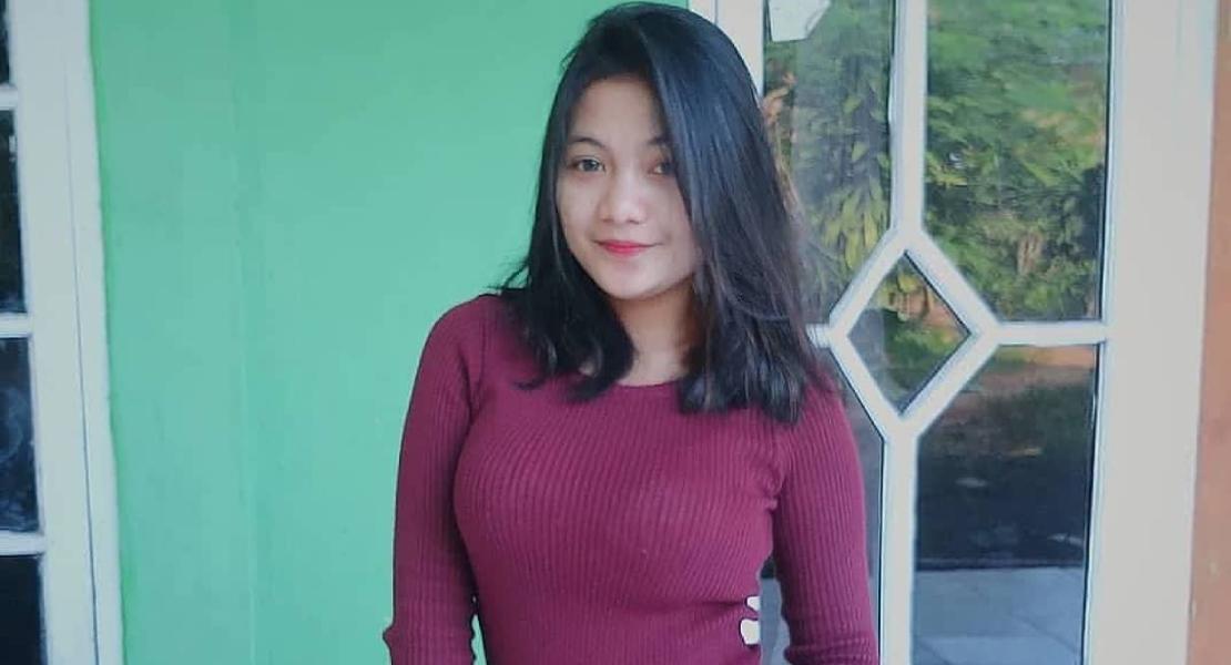 CEwek Bali Manis Tanktop MErah MArron