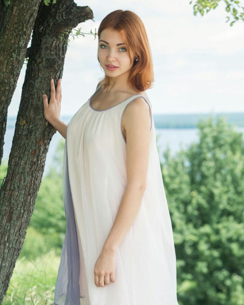 Foto Model seksi Kika Pamer Bahu Mulus Gaun melorot cantik dan seksi jadi lebih gemu