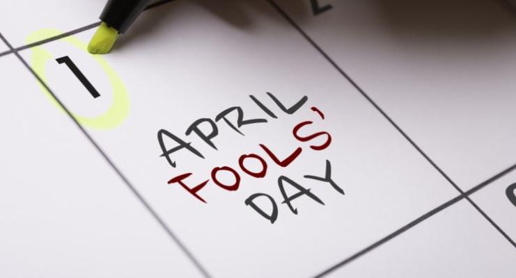 Sejarah Budaya dan lelucon April MOP