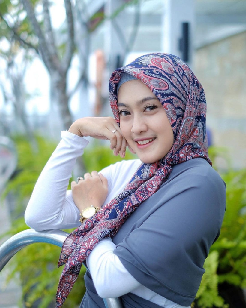 Foto cewek manis dan cantik pakai Hijab Selbgram Jogja Meizda