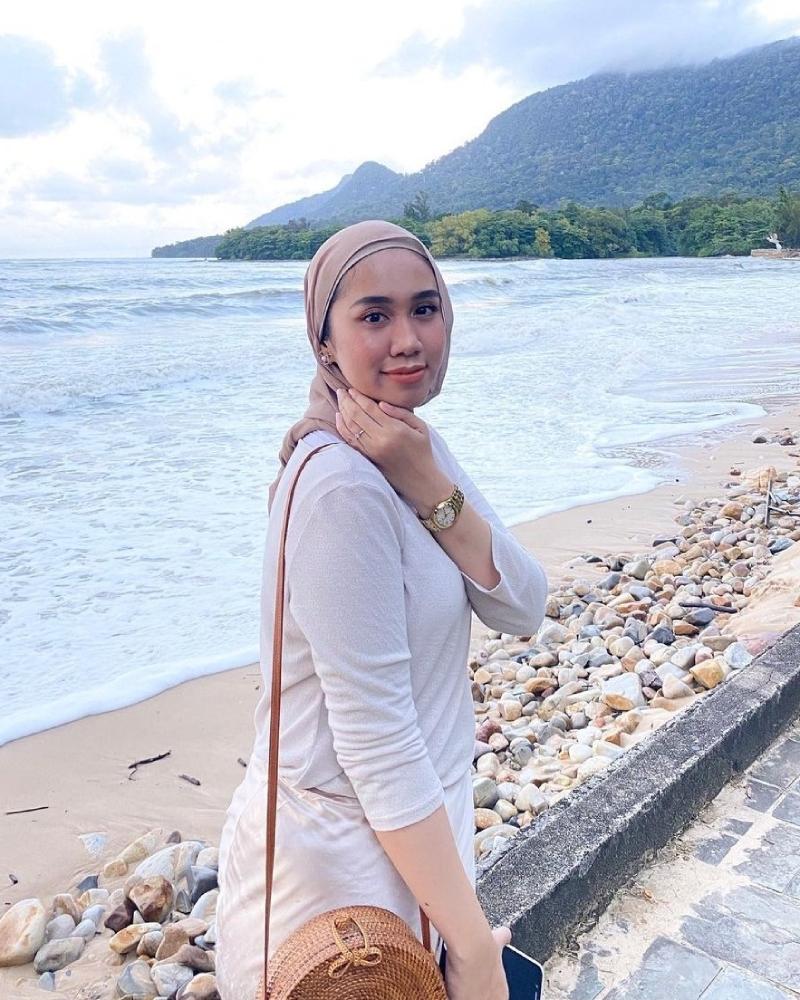 style hijab pantai casual jilbab abang lebar