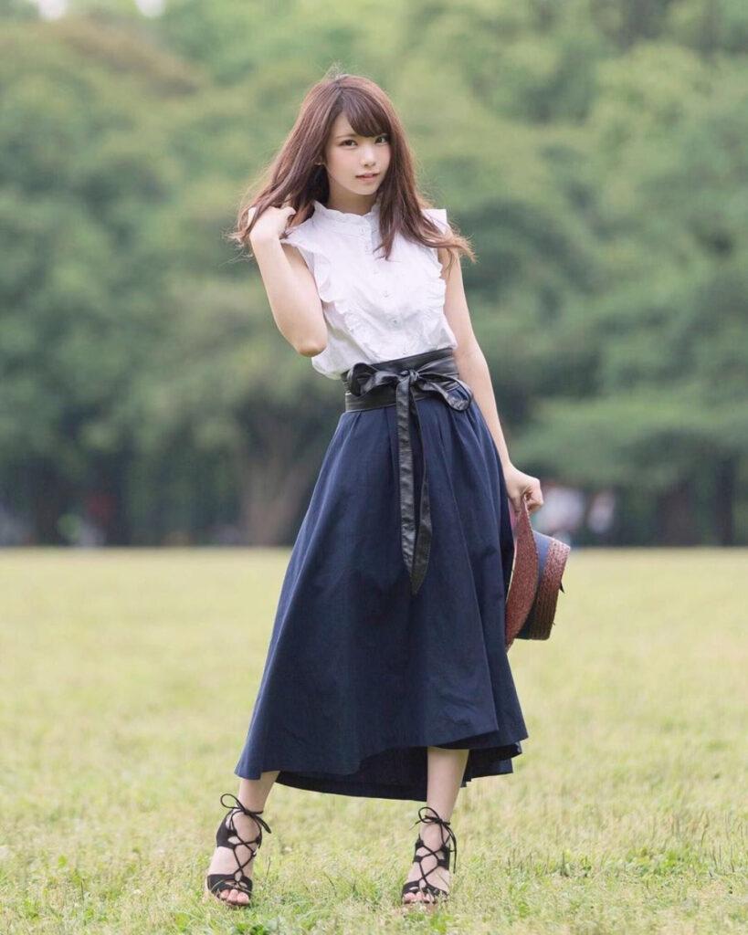 Penampilan dan OOTD Dewasa Enako Cosplayer manis Jepang