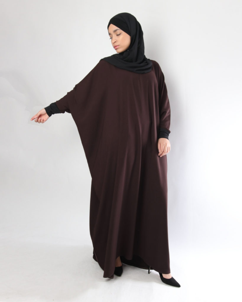 Abaya Moderat Kalisk manis menutupi bagian dada dan payudara